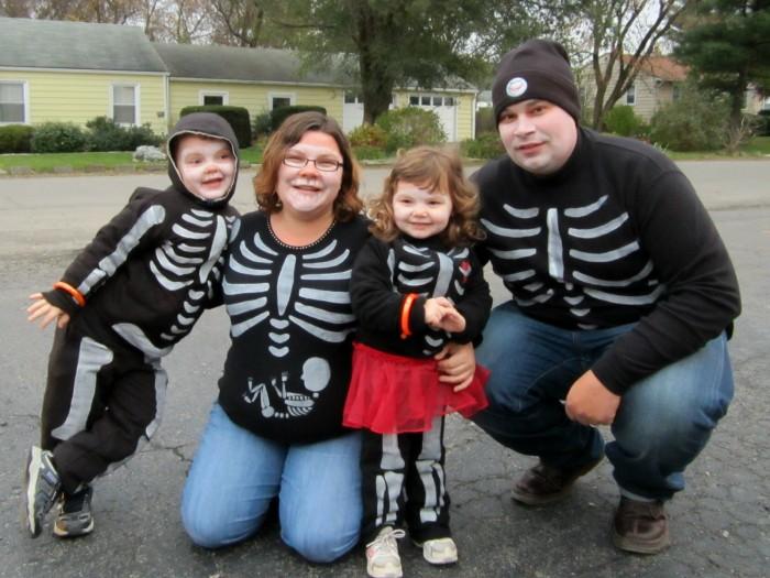 Skeleton Family Halloween Costumes.Our Diy Skeleton Family Halloween Costumes B Inspired Mama