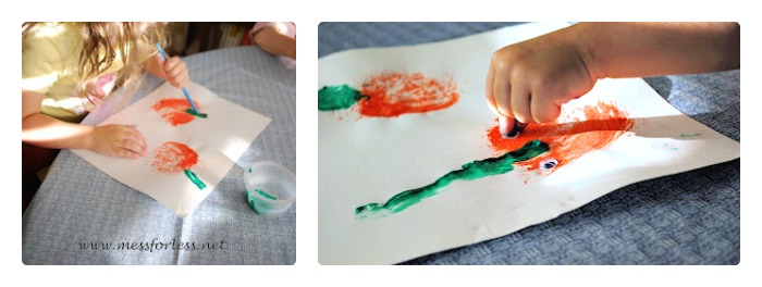 Making Sponge Painting Pumpkins at B-Inspired Mama