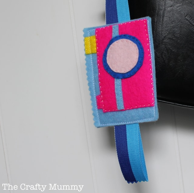 Cute Camera Bag Tag Mama Craft from The Crafty Mummy at B-InspiredMama.com