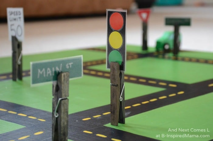 Easy DIY Toys - Fun Road Signs and Traffic Light at B-Inspired Mama