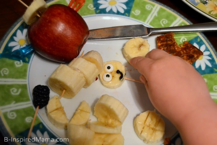 Kids in the Kitchen - Fruit Sculpture Fun - Making Faces [AD #EasyFruit] at B-Inspired Mama