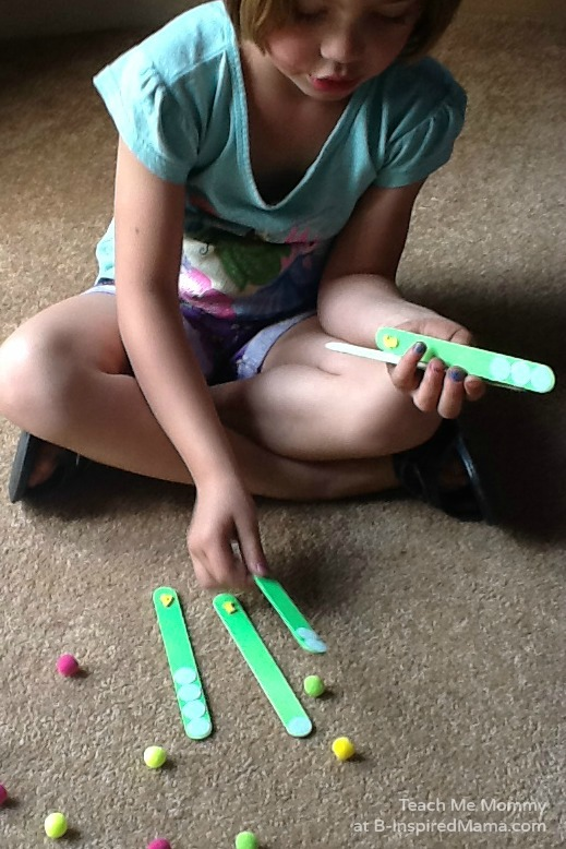 Practicing Counting with this DIY Counting Sticks Busy Bag for Preschoolers