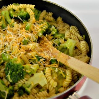 3 Ingredient One-Pot Broccoli Cheese Pasta Recipe