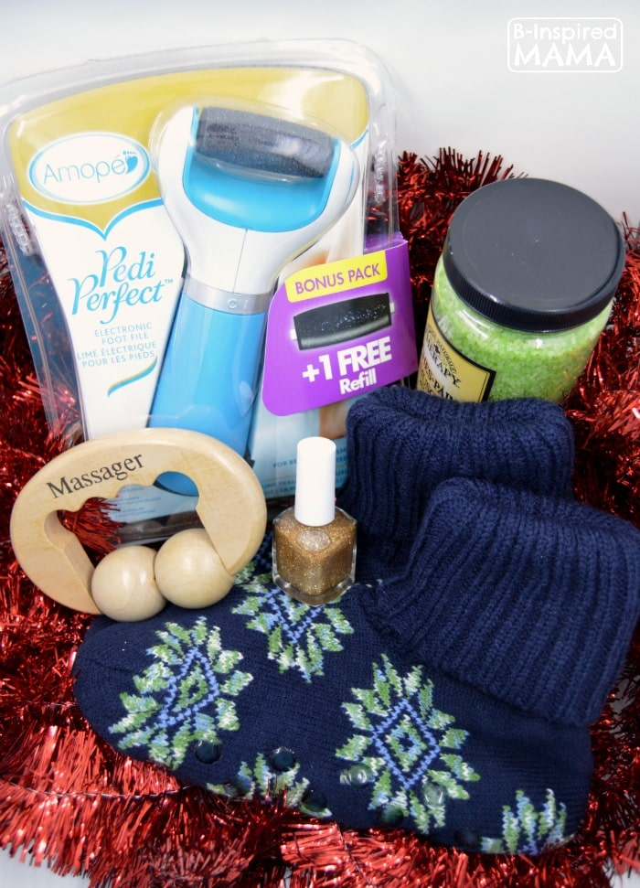 A Pampering Kit Gift Perfect for Moms - A 2015 Holiday Gift Guide at B-Inspired Mama