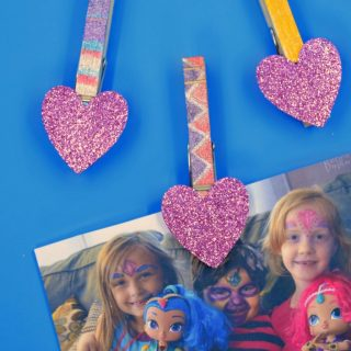 Easy Peasy Glittery DIY Magnet Photo Clips - perfect for hanging the kids sparkling selfies - at B-Inspired Mama