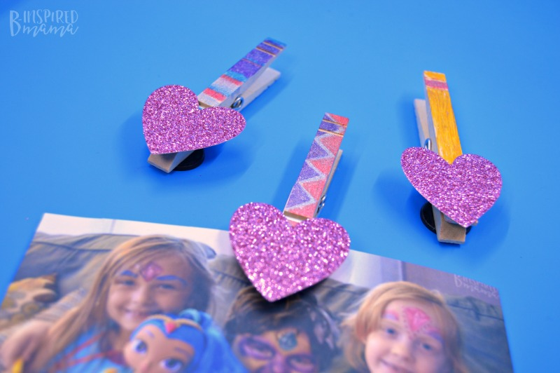 Glittery DIY Magnet Photo Clips - for hanging the kids sparkling selfies on the fridge - at B-Inspired Mama